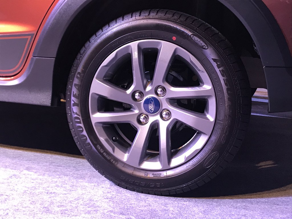 <p>The Ford Freestyle runs 185/60 R15 tyres and the ground clearance is higher than the Figo.</p>