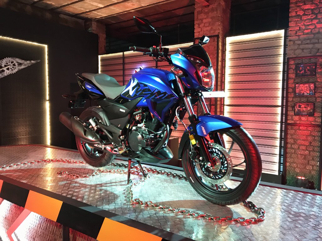 <p>The Hero Xtreme 200R in blue. Hero hasn't announced prices for the bike today, will announce them at a later date. Deliveries will commence only in April.</p>