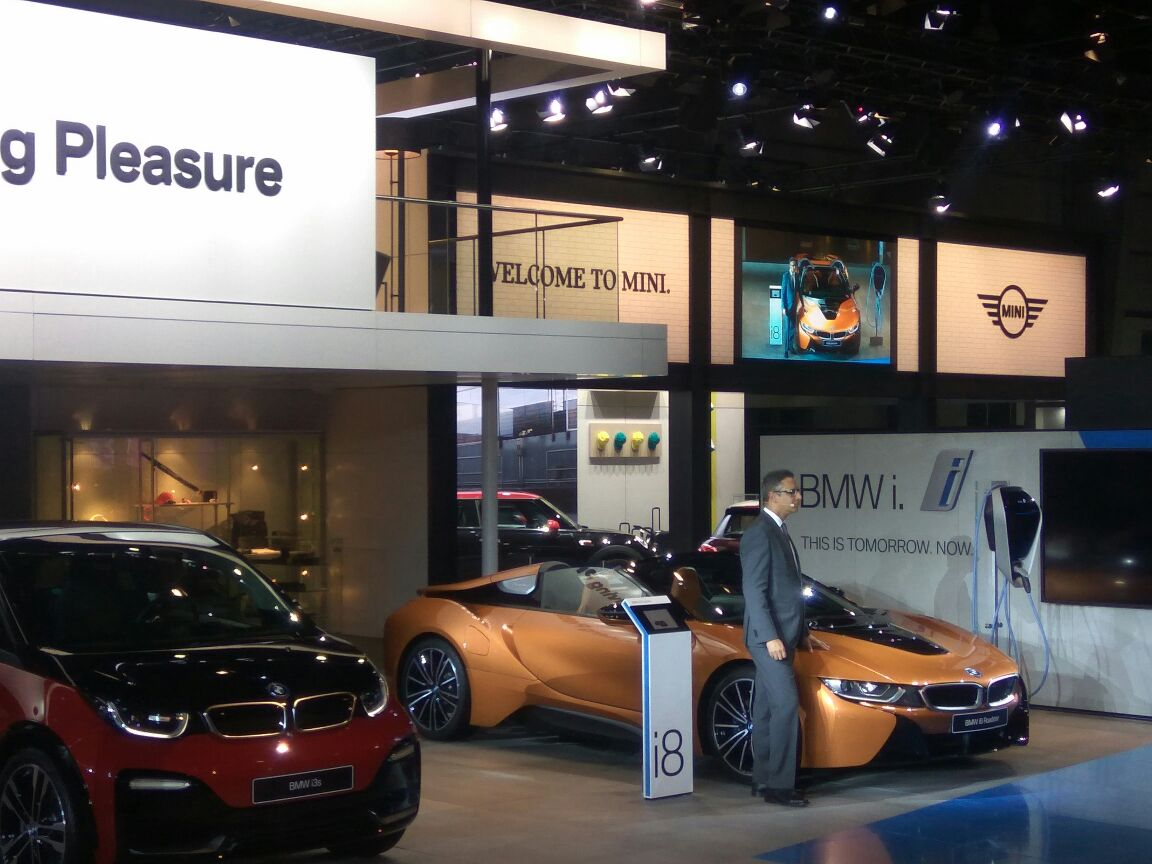 <p>BMW i8 Roadster unveiled! Open top two-seater, plug-in hybrid sports car, election motor 143, 250Nm- 143ps, 321nm from petrol motor, peak output 374Ps, 0-100 in 4.6, 2.1l per 100km. It will debut later this year</p>