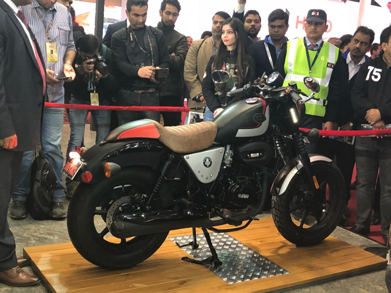 <p>That's the Renegade Duty Ace! Cafe style urban cruiser. Low handlebar. Removable cowl on rear seat. 41mm front forks. Oil cooled 230cc.18PS/17Nm. ABS and FI by Dec 2018. Starting price Rs 1.29 lakh ex Delhi.</p>