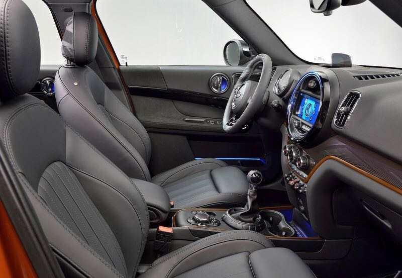 <p>Both the front seats of the new Mini Countryman get electric adjustments and memory function.</p>