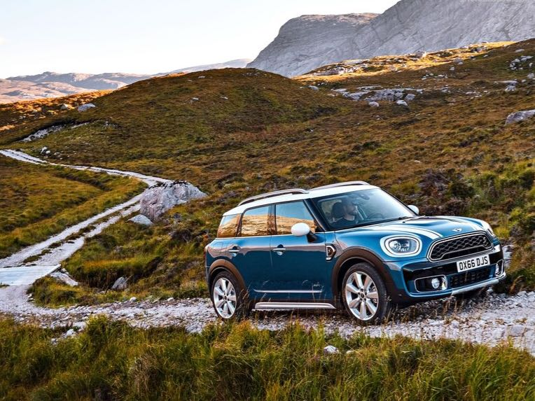 <p>The 2018 Mini Countryman S uses a 1,998cc, 4-cylinder petrol engine that puts out 192PS and 280Nm and goes from 0-100kmph in 7.5s.</p>