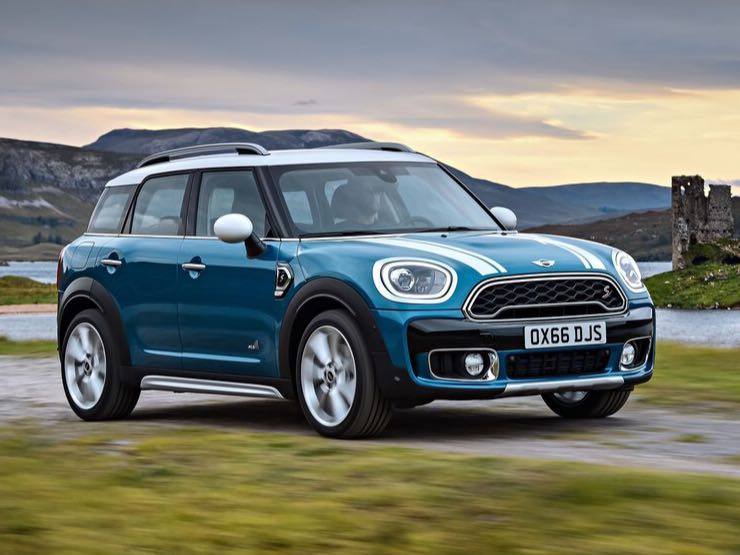 <p>The 2018 Mini Countryman will be available in two variants in the India - the Countryman S with a 192PS/280Nm, 2.0l 4-cyl petrol engine and the Countryman SD with a 190PS/400Nm, 2.0l 4-cyl diesel. Both engines come standard with an 8-speed steptronic transmission.</p>