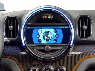 <p>The 2018 Mini Countryman gets an 8.8 inch touchscreen system with sat-nav, Apple CarPlay compatibility and 20GB of internal storage.</p>