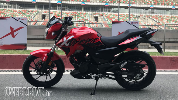 <p>The Hero Xtreme 200R does look more appealing than the Xtreme 150 and is an aggressive looking naked with all the design cues found on current generation entry-level performance machines like tank extensions, a compact tailpiece with split grab rails and a belly-pan fairing.</p>