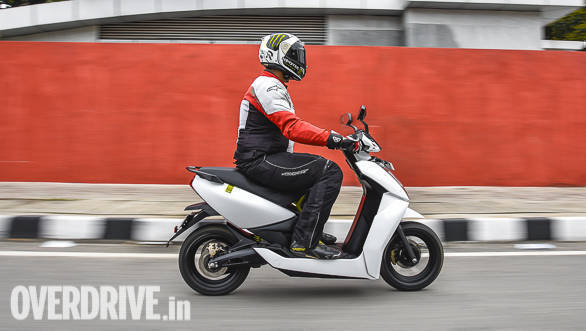 <p>Claimed range for the 450 in performance mode is 60km, goes up to 75km in eco mode. Range as per Indian Driving Cycle is 107km</p>