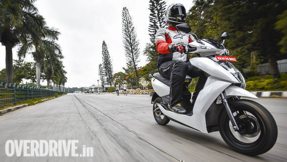 <p>Claimed 0-40kmph time for the 450 in performance mode is 3.9 seconds, 340's claimed time is 5.1 second. Claimed top speed for the 450 is 80kmph, 340 can go up to 70kmph</p>