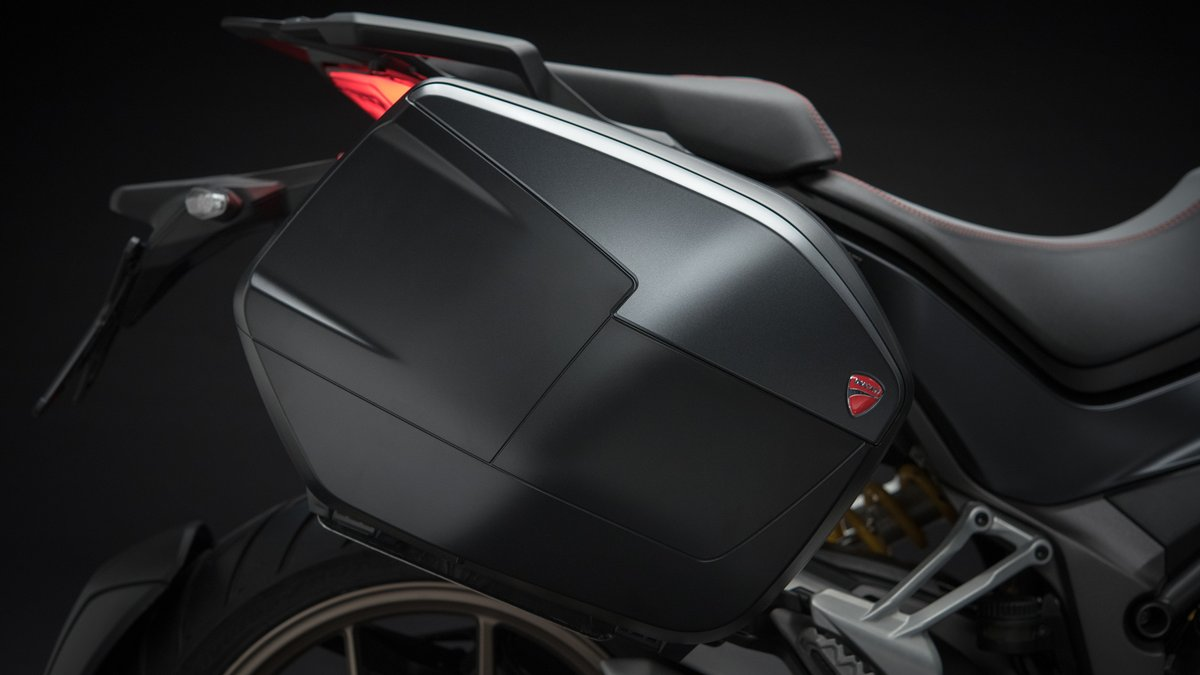 <p>The Multistrada 1260 has the lowest-in-class seat height & specially designed high capacity fuel tank</p>