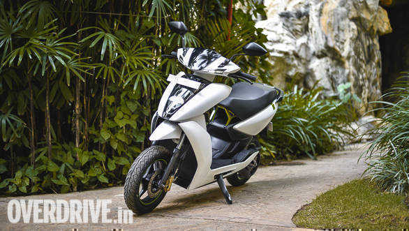 <p>Pre-ordrs for both the bikes open at 12.20 pm today. The 340 is priced at Rs 1.09 lakhs OTR and the 450 is priced at Rs 1.24 lakh. Includes a charging cable, installation and one year subscription to Ather One.</p>