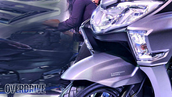 The Suzuki Burgman Street has LED headlamps and tail lamps