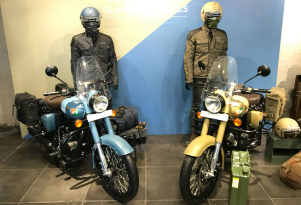 <p>The Royal Enfield Classic Signals 350 comes in two colour choices, Airborne Blue and Stormrider Sand</p>