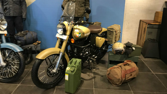 <p>Royal Enfield has launched the Classic Signals 350, priced at Rs 1.61 lakh (ex-showroom Pune).</p>