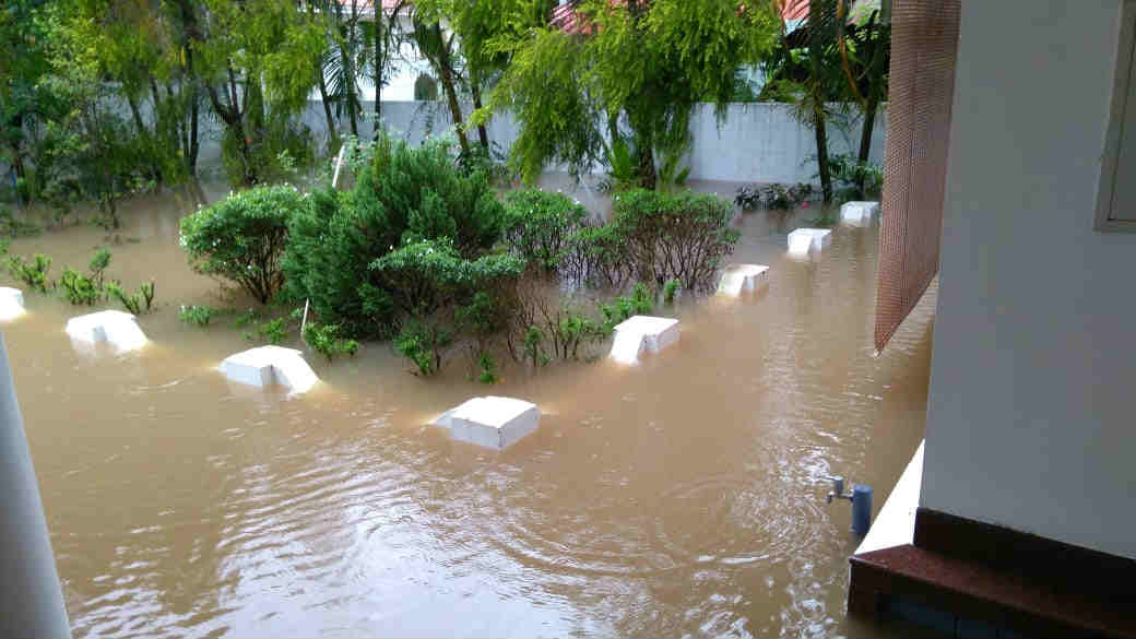 Kerala floods updates: IMD withdraws red alert for Sunday