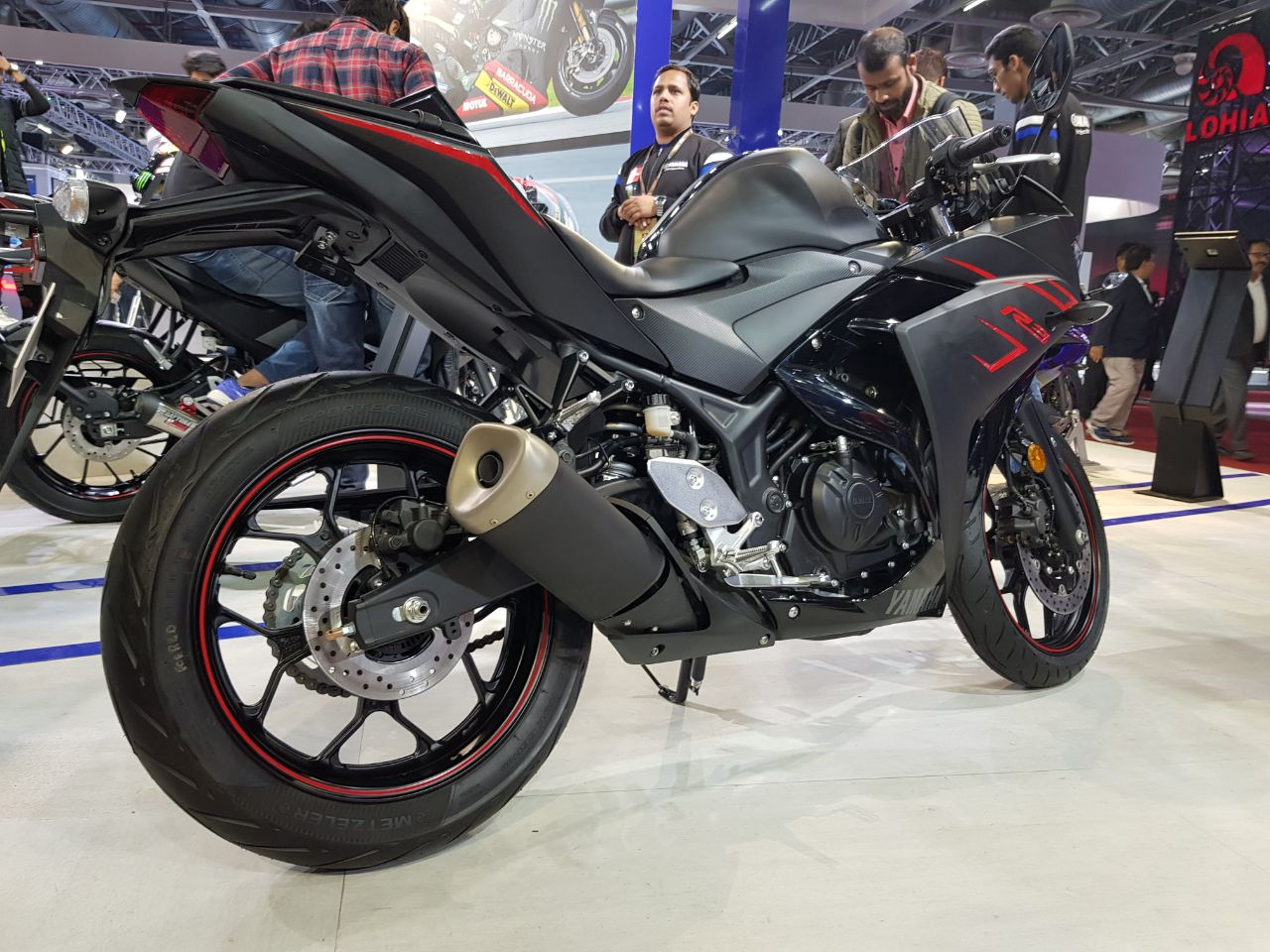 "<p>That&#39;s the<a href=""http://bit.ly/2nVPP1h""> Yamaha YZF-R3</a> in Magma Black!</p>"