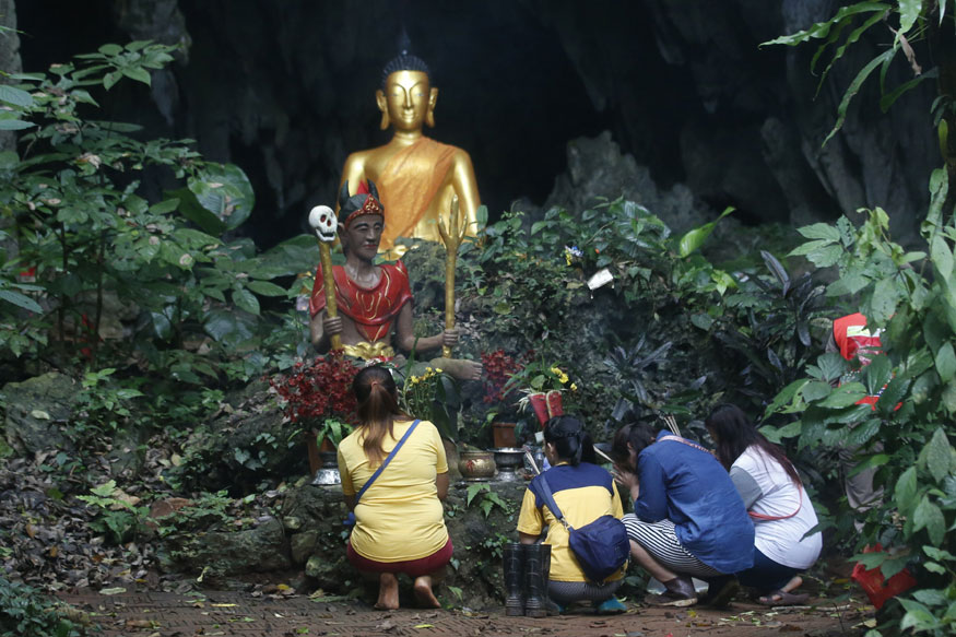 Four more boys rescued from Thailand cave Monday