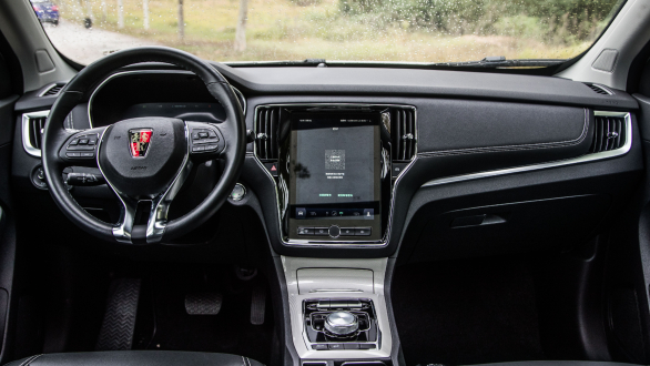 <p>Back to the infotainment - the MG Hector will have a 10.4-inch touchscreen mounted centrally, the largest in the segment and upwards too. Smartphone connectivity with Apple CarPlay and Android Auto merely scratches the surface of the features.</p>