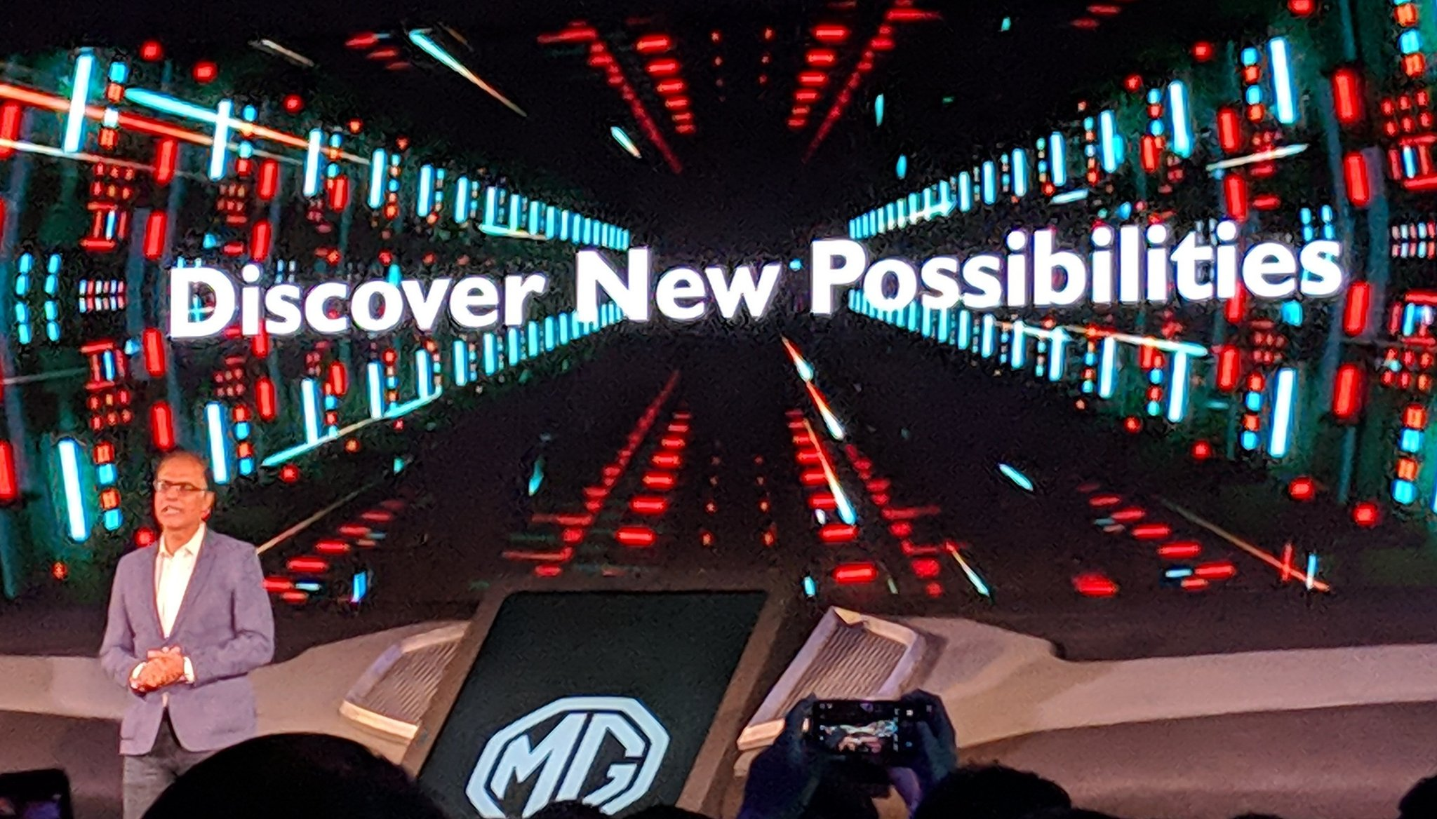<p>Rajeev Chaba, MD of MG India, takes to the stage at the unveiling of its new-age connected car infotainment - &#39;The Internet Car&#39;&nbsp;</p>