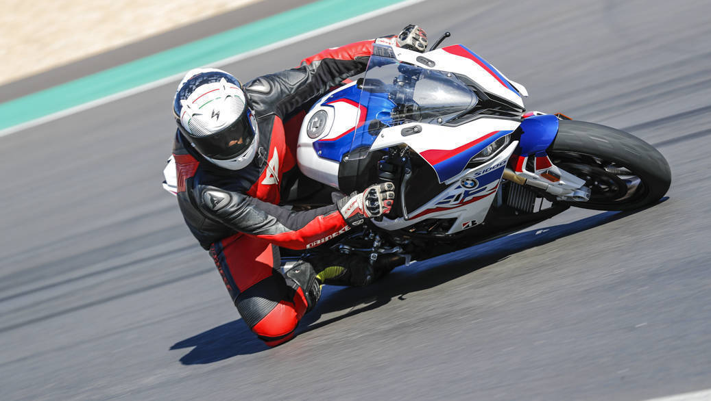 <p>New S 1000 RR can be made &lsquo;race ready&rsquo; by removing mirrors and rear number plate in just a couple of minutes</p>
